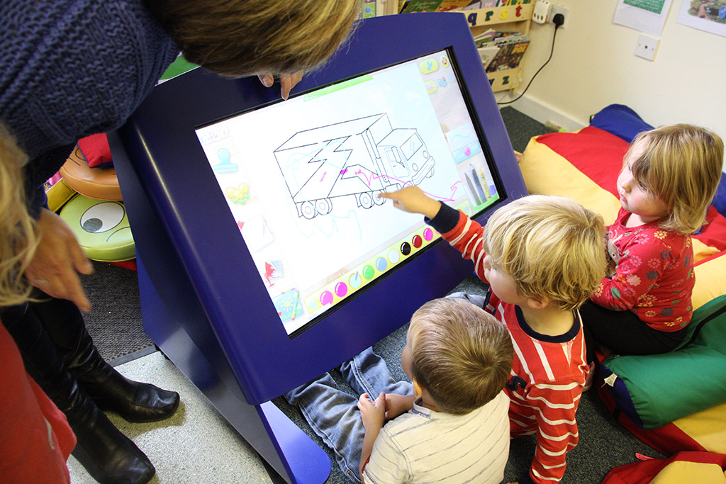 Digital_Nursery_Tilt_and_Touch_Table
